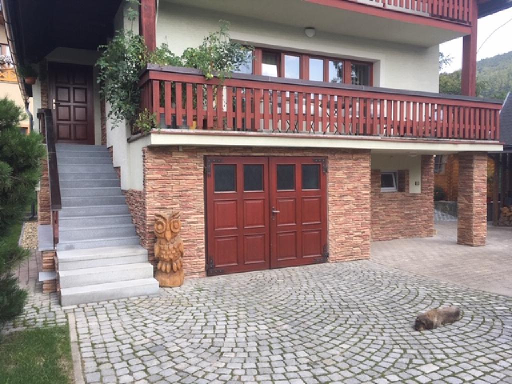 Obklad a schody
